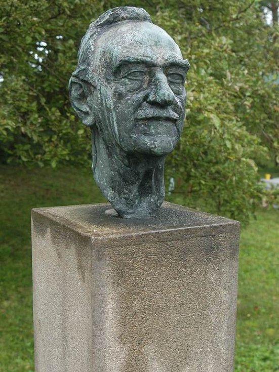 Busta J. B. Foerstera v Dětenicích.