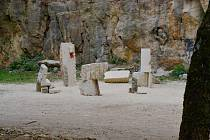 Studentské sochařské sympozium v hořickém lomu.