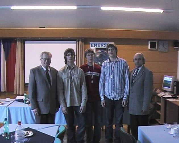 Vítězný tým z novopacké střední integrované školy.