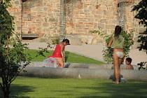 Bazének v zámeckém parku je hojně využíván.