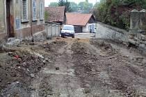 Oprava Hilmarovy ulice má být hotova do konce listopadu. Na jaře se práce přesunou do Vackovy ulice.