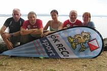 Tým OK RECO Sportu na břehu Neuchatelského jezera.