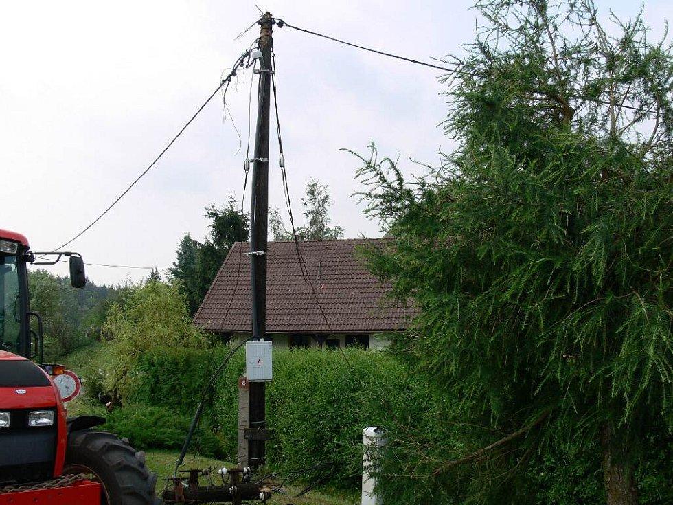V obci jsou bez elektřiny.
