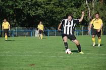FOTBALISTÉ Hořic zdolali na domácí půdě Černilov 3:1. Na snímku gólové zakončení Michala Skalského.