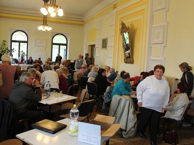 Valná hromada jičínského Sokola s hlasováním o osudu Masarykova divadla.