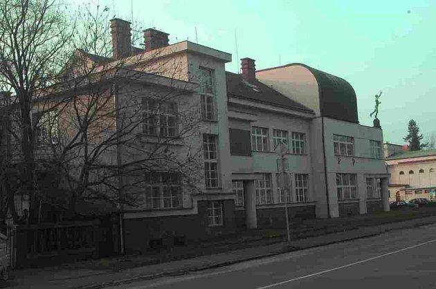 Jičínská Masarykova obchodní akademie.