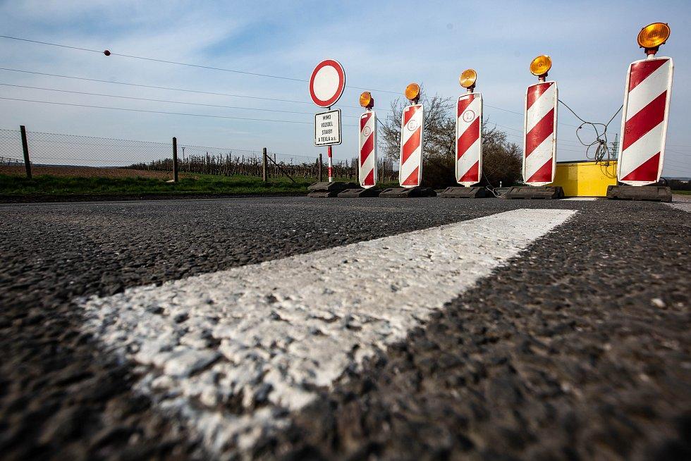 Uzavírka hlavní silnice I/35 z Hradce Králové na Jičín v Ostroměři.