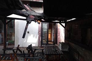 U požáru pod Troskami vypomáhali i hasiči ze sousedního kraje.