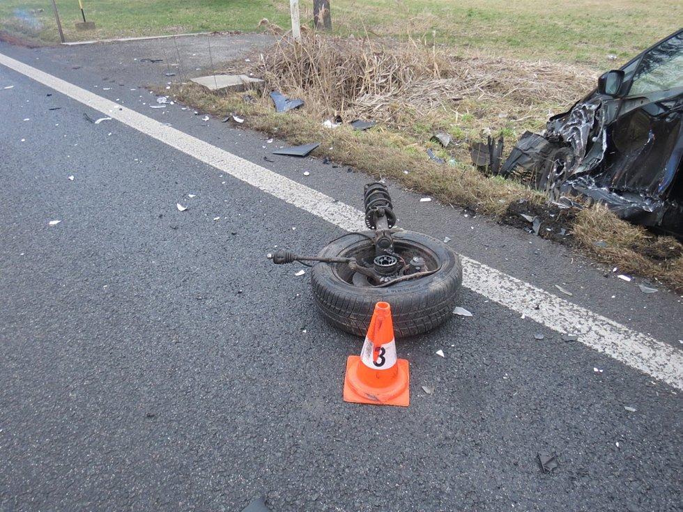 Za páteční nehodu v Konecchlumí zřejmě může únava řidiče Škody Octavia, který skončil v péči záchranářů.
