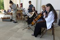 Nedělní odpoledne patřilo v Lodžii programu Léto chvíle léto, ten byl plný barokní muziky a tance.