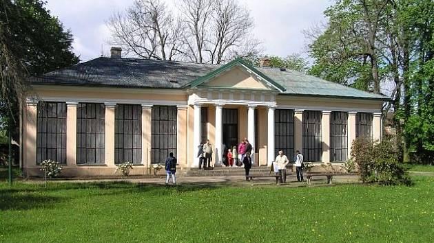 Bělohradský Památník K.V Raise.