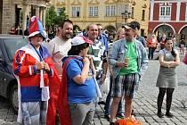 Fandění českým hokejistům na náměstí.