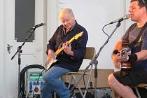 Koncert Radima Hladíka a Blue Effectu ve Valdštejnské lodžii.