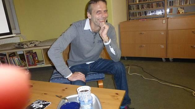 Martin Mejstřík přednášel v jičínské knihovně.