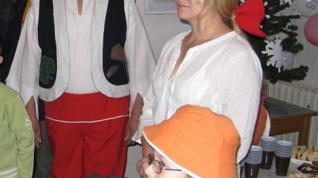 Cipísek se svou rodinou - Rumcajsem a Mankou.