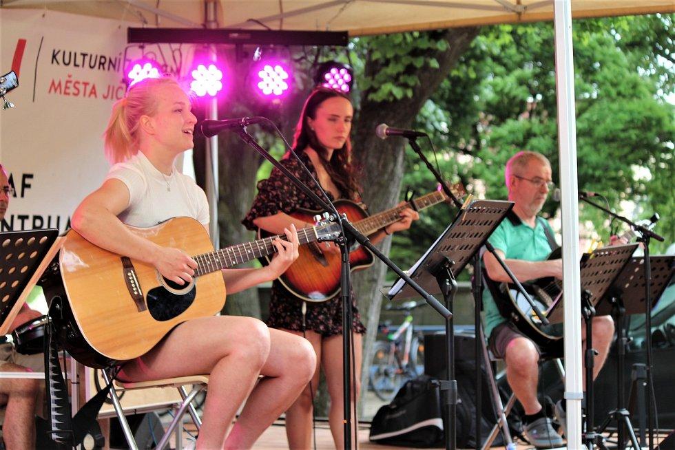 Kapela Brnkačka zahrála na notu milovníkům českého folk-rocku.