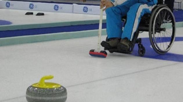 Unikátní curlingový turnaj: zdraví si zasportují s hendikepovanými v jednom týmu