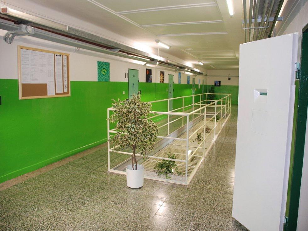 Chodba specializovaného oddělení ve Věznici Valdice.