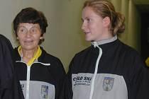 Úspěšná jičínská kuželkárka Marie Kolářová (vlevo).