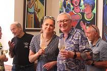 Prodejní výstava obrazů jičínského malíře Břetislava Kužela bude v kavárně Amos viset do konce září.