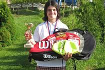 Tereza Janatová s trofejí za vítězství.