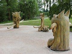 Stezka u bělohradského rybníka Pardoubek.