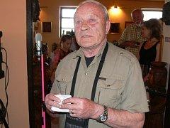Vernisáže výstavy se zúčastnil i majitel galerie, výtvarník  Josef Bucek.