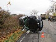Mladý řidič narazil do traktoru s přívěsem. Srážka se naštěstí obešla bez zranění.