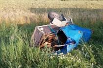 Nehoda v Kopidlně: vozík skončil v poli.