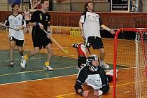 Další gól v brance Vrchlabí. Jičín (v tmavém) nastřílel soupeři šest kousků.