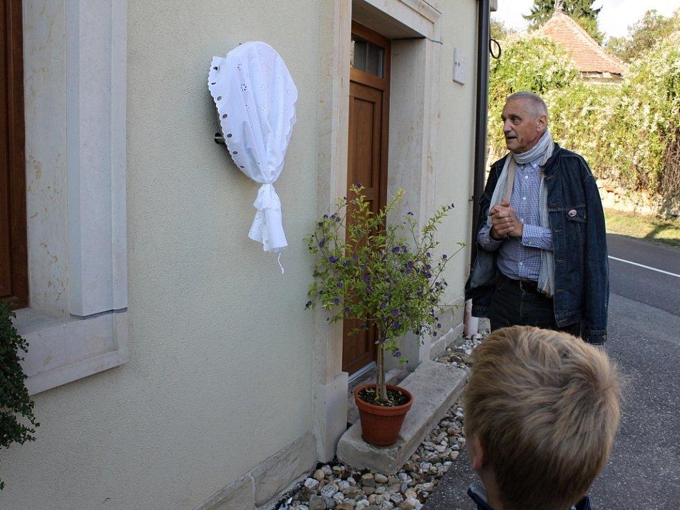 Odhalení pamětní desky Karlu Paříkovi.