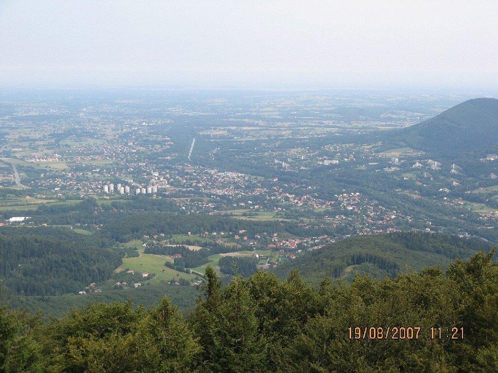 Výhled z rozhledny Velká Čantorie na Polsko.