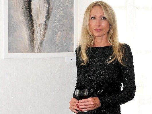 Úspěšná výtvarnice Pavlína Gardianová zahajuje výstavu svých obrazů v Bratislavě.