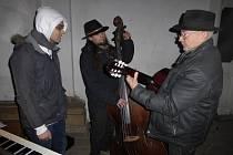 Zpívání koled ve Valdštejnské lodžii.