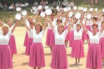 Vystoupení žen na župním sletu v Jičíně v červnu 2006 se moc líbilo.