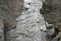 Znečištěný potok Bystřice.