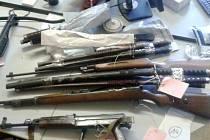 Zbraně zabavené muži v Cerekvici.