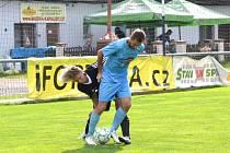MARCEL BAŽÍK (ve světlém) vstřelil jediný gól v utkání Přepeře – Bělá, které vyhráli hosté. Porážku na hřišti v Semilech tak musel skousnout také Martin Kvapil.
