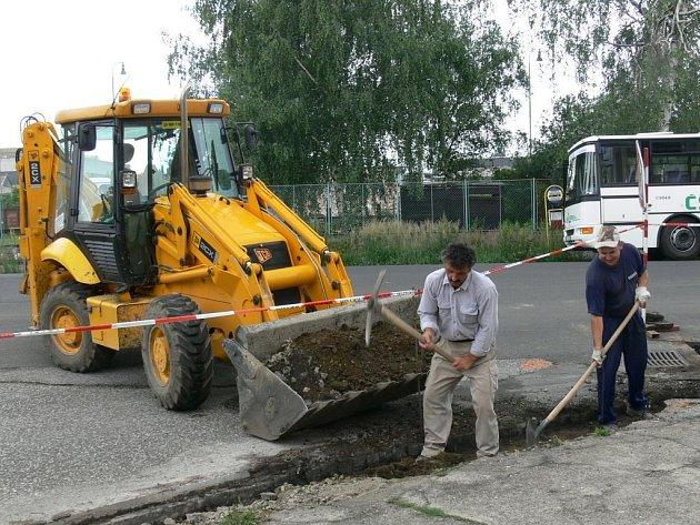 Dělnická ulice v Jičíně je opravována.