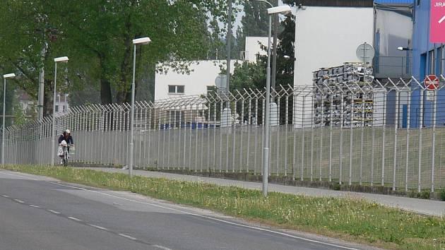 Jičínská cyklostezka k firmě Ronal.