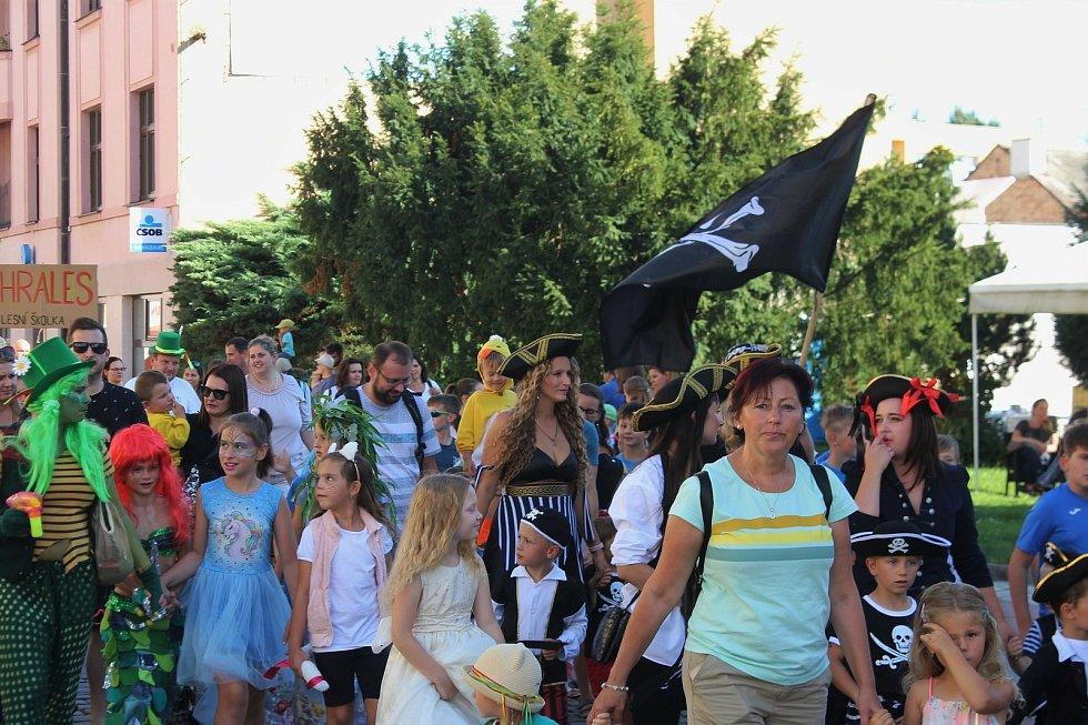 Průvod masek odstartovat 30. ročník festivalu Jičín - město pohádky.