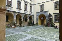 Jičínské muzeum připravilo na nádvoří zámku vánoční expozici.