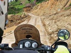 Na Bramboře (motocyklu) chtějí projet celý svět, na cestě jsou Kateřina s Fandou už rok.