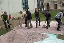 Dobrovolníci ve Valdštejnské lodžii.