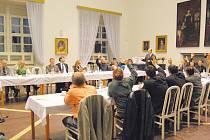 Zasedání jičínských zastupitelů 6. října 2010.