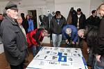 Z vernisáže výstavy o autobusové dopravě, kam přišlo více než 300 lidí.