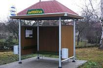 Autobusová zastávka v Petrovičkách.