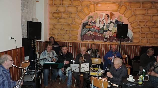 Z hudební produkce kapely Srazilka na Samšině.