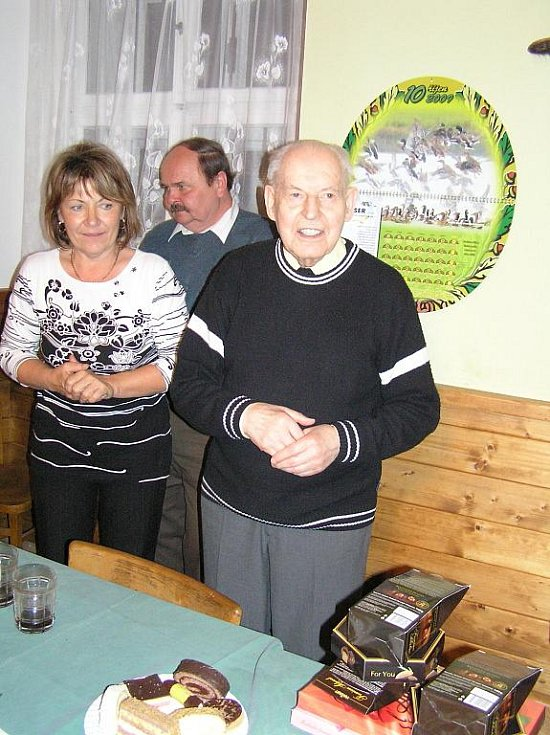 Z oslavy 90. narozenin P. Karla Veselého ve Žlunicích.