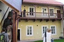 NOVÉ PROSTORY K- klubu ve Smiřické ulici nabízejí dětem moderní zázemí včetně venkovního dvora. Objekt, jehož oprava stála 9 milionů, si mohla ve středu prohlédnout veřejnost.
